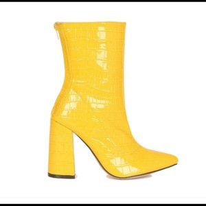 NEW Women Crocodile Patent Chunky Heel Yellow